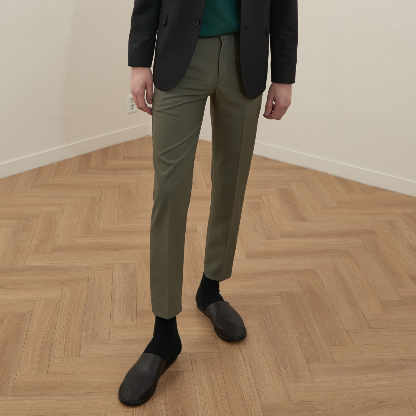 [모노소잉]COLOR WOOL TROUSER(LIGHT KHAKI)