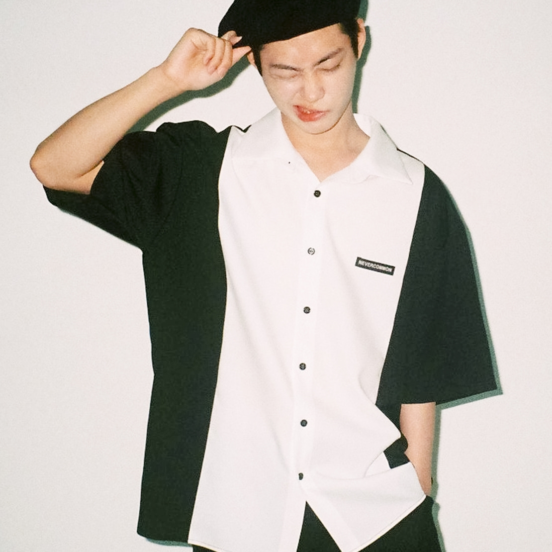 [네버커먼] Half Shirt (black/white)
