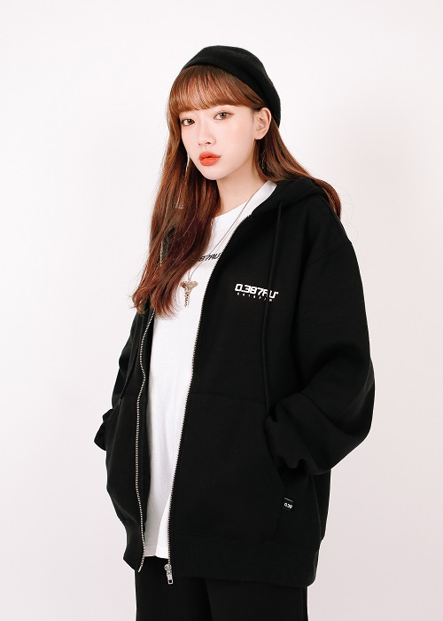 [0.387AU] Logo hood zip-up Black 한정 상품