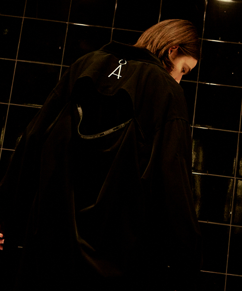 [에드]BACK SLIT TAPING SHIRTS BLACK