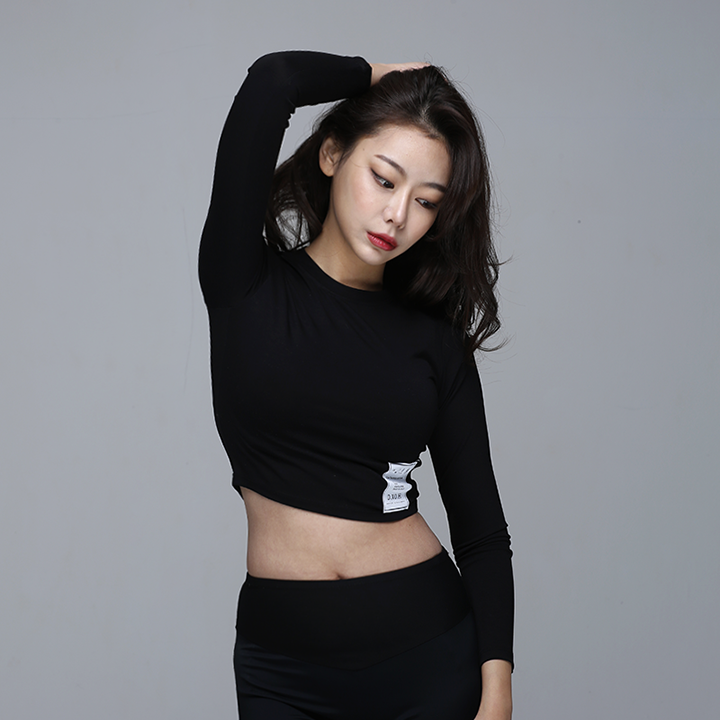 [디쏘에이치] Label Crop [Black]