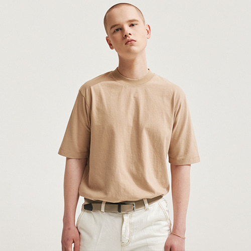 [에이글로우] SOFT FABRIC BACK POINT LABEL T-SHIRTS BEIGE