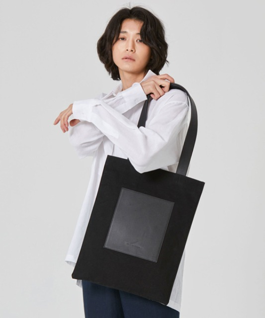 [밈더워드로브] THE WARDROBE Signature Flat Bag_Black