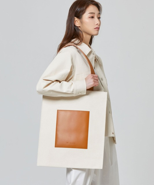 [밈더워드로브] THE WARDROBE Signature Flat Bag_Tan