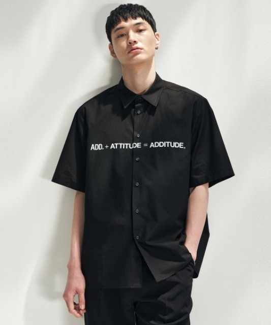 [에드] ADDITUDE TITLE SHIRT BLACK